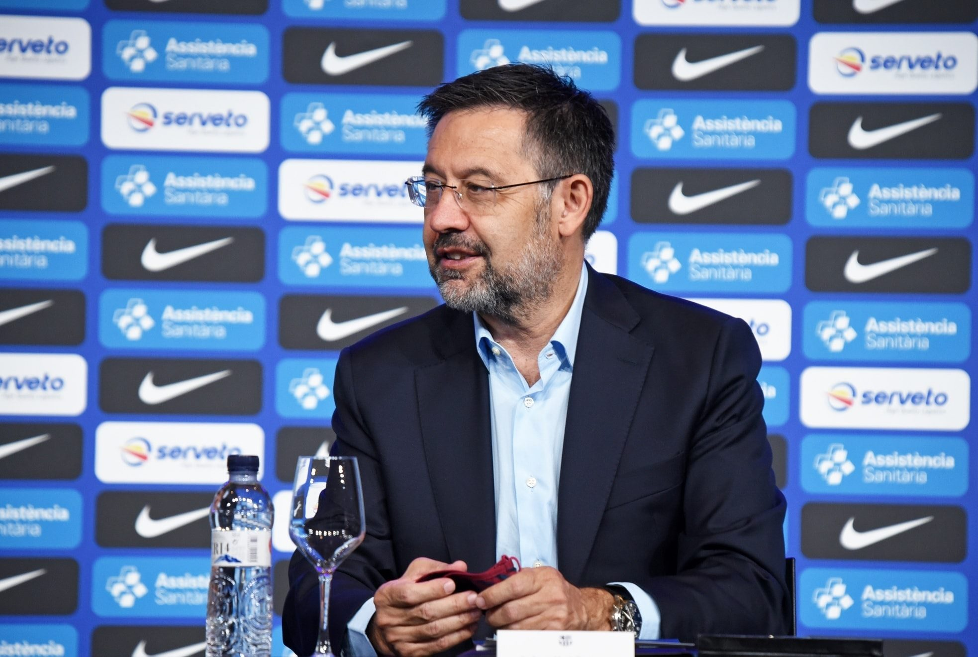 Chủ tịch Bartomeu: Chúng tôi bắt buộc phải gia hạn với Messi